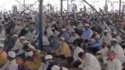 """Hàng trăm người Ấn Độ chen chúc cầu nguyện giữa """"bão"""" Covid-19"""