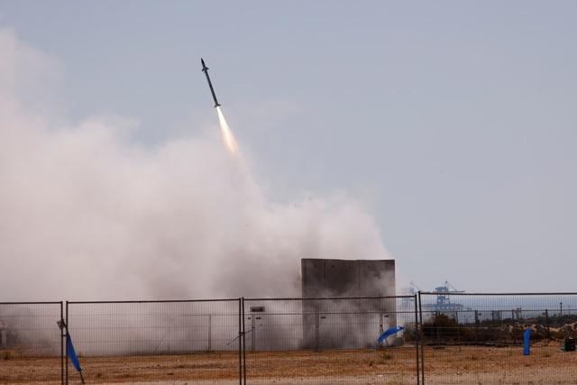 Mưa rocket từ Hamas làm lộ sơ hở của lá chắn Vòm sắt Israel - 4