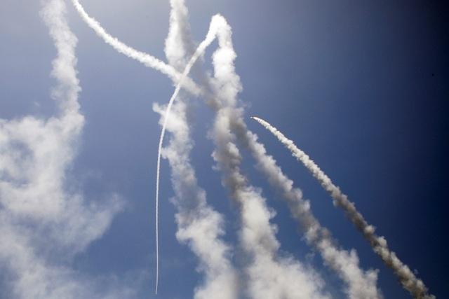Mưa rocket từ Hamas làm lộ sơ hở của lá chắn Vòm sắt Israel - 1