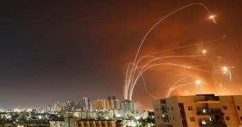 """""""Mưa"""" rocket từ Hamas làm lộ sơ hở của lá chắn """"Vòm sắt"""" Israel"""