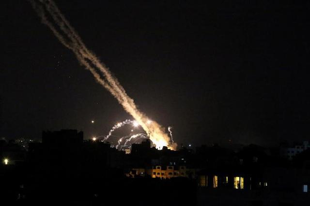 Gaza chìm trong khói lửa, Israel mở rộng chiến dịch quân sự trên bộ - 2