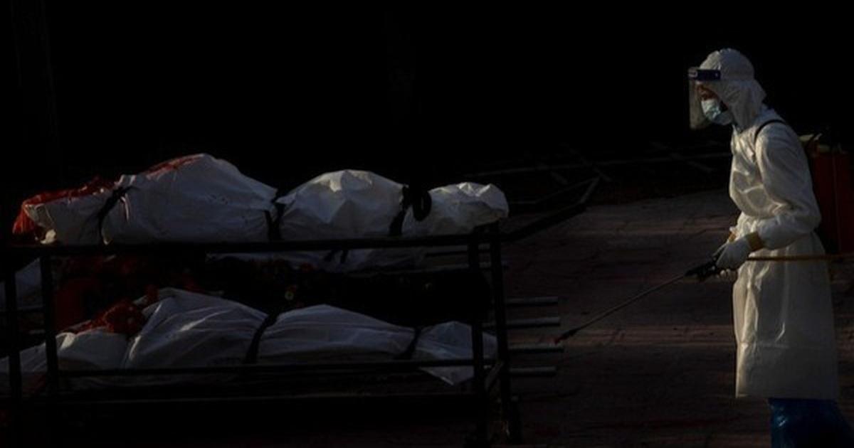 Thi thể nạn nhân Covid-19 chất đống, quân đội Nepal đào hố chôn tập thể