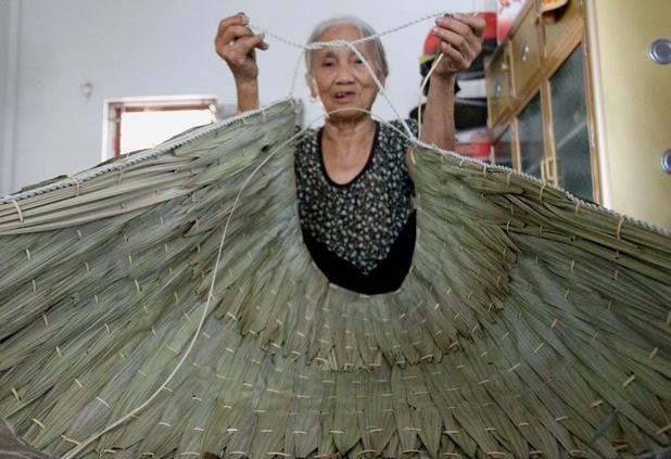 Độc đáo nghề truyền thống chằm áo tơi gần 200 năm tuổi