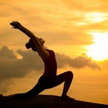 8 dong tac yoga giup giam dau lung hieu qua