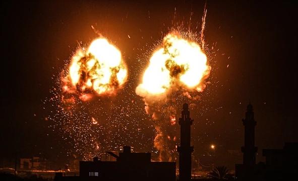 """Tên lửa đối đầu bóng bay, Gaza lại chìm trong """"biển lửa"""""""