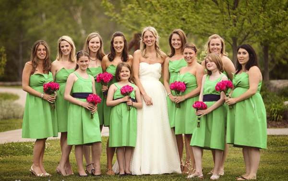 Lựa chọn váy phù dâu đẹp và hiện đại