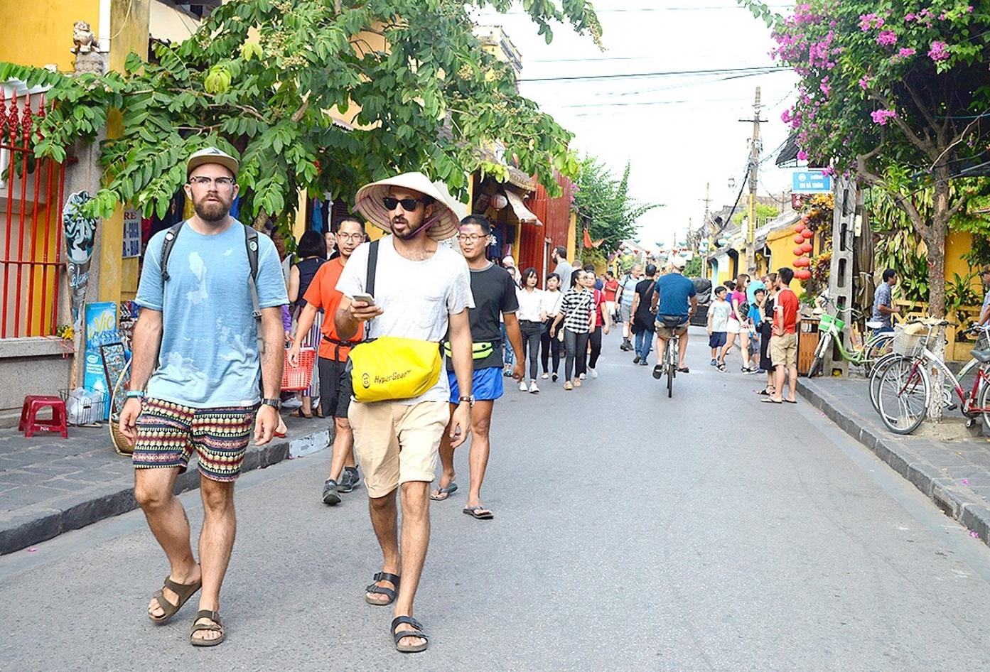 Tháng 7, khách du lịch quốc tế đến Việt Nam tăng 11%