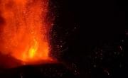 Núi lửa cao nhất châu Âu phun trào dung nham dữ dội