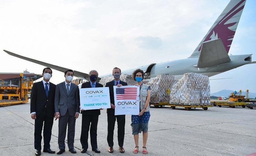 Việt Nam tiếp nhận hơn 1,5 triệu liều vắc xin Moderna tại sân bay Nội Bài