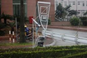 Gió lốc giật gây những thiệt hại đầu tiên ở Quảng Ninh