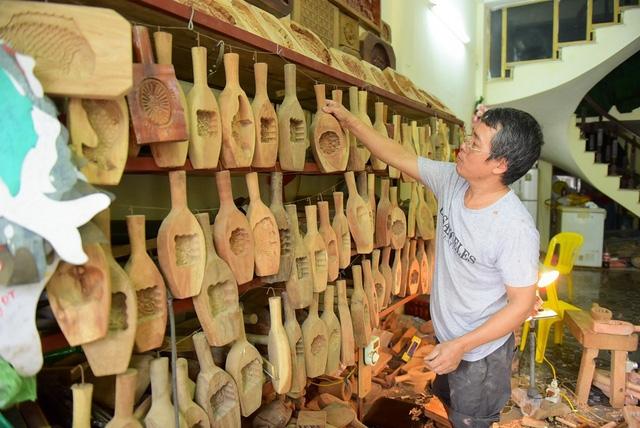Gia đình Hà Nội 35 năm giữ nghề làm khuôn bánh Trung thu