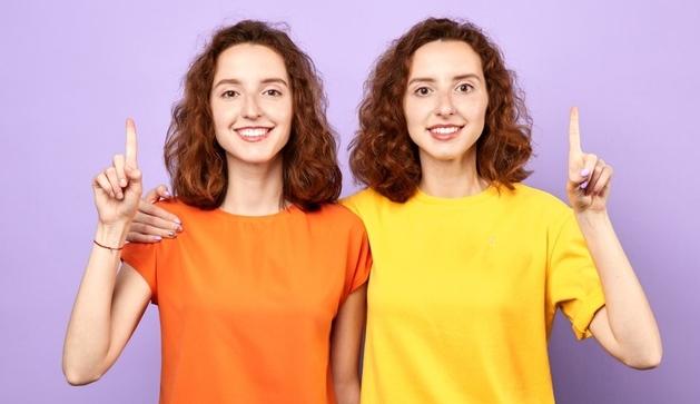 Các cặp song sinh có dấu vân tay giống nhau không?