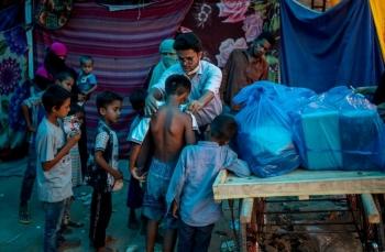 Tiêm vắc xin Covid-19: Hy vọng nào cho người tị nạn?