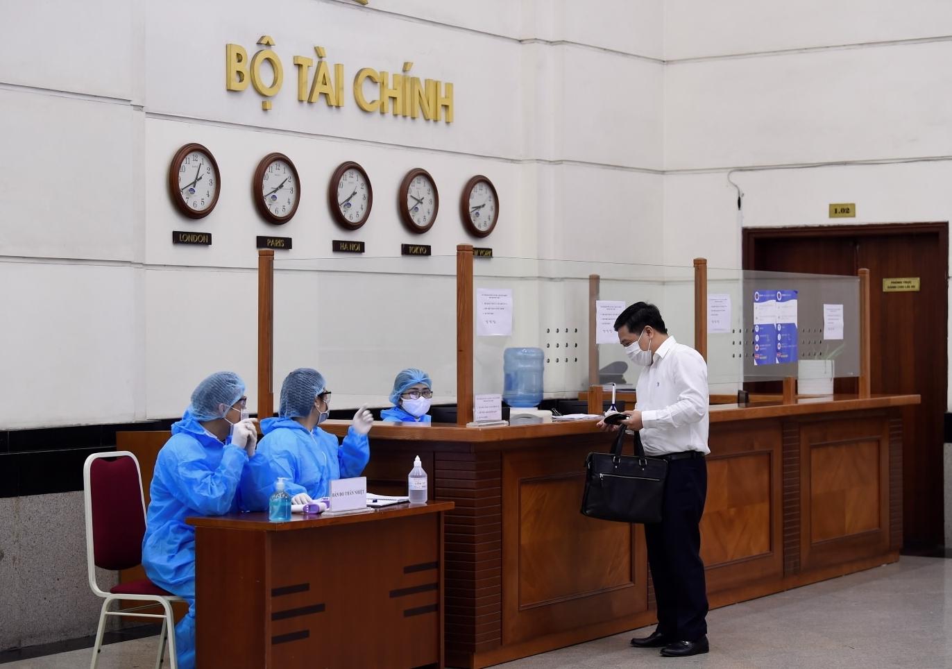 Bộ Tài chính yêu cầu cán bộ, nhân viên trong ngành nghiêm túc thực hiện phòng, chống dịch
