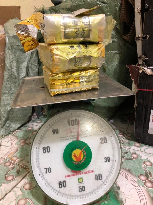 bat doi tuong van chuyen 3kg ma tuy da lay 30 trieu tien cong