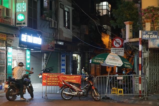 """Toàn cảnh 6 ổ dịch Covid-19 đang """"làm nóng"""" tình hình Hà Nội"""
