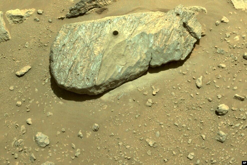 Tàu thám hiểm Perseverance thu thập mẫu vật đầu tiên trên sao Hỏa