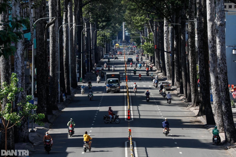 Theo bác sĩ Nguyễn Trần Nam, Phó Giám đốc BV Nhi đồng Thành phố, dịch bệnh đã len lỏi sâu trong cộng đồng, nên không có gì ngạc nhiên khi thành phố vẫn ghi nhận hàng ngàn ca mỗi ngày.