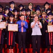 tuyen duong 86 thu khoa xuat sac cac truong dai hoc nam 2019
