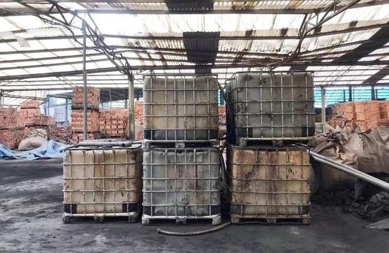 """Manh mối nào khiến thủ phạm đổ chất thải """"đầu độc"""" nguồn nước sông Đà bị bắt giữ?"""