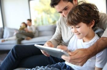 """Nội dung """"bẩn"""" tràn lan internet: Bố mẹ cần làm gì để bảo vệ con trẻ?"""