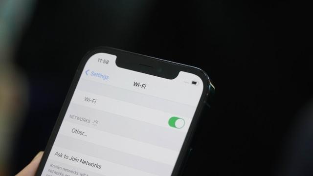 Trải nghiệm iPhone 12 Pro tại Việt Nam, giá từ 31 triệu đồng