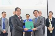 Tiếp nhận hai ấn phẩm về Chủ tịch Hồ Chí Minh bằng tiếng Italy