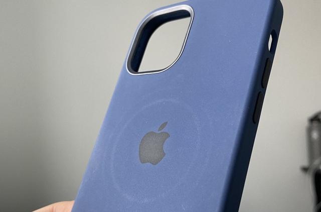 Apple thừa nhận những tác hại không ngờ khi dùng sạc MagSafe trên iPhone 12 - 2