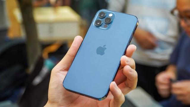 iPhone 12 Pro màu xanh hết hot, liên tục giảm giá tại Việt Nam - 1
