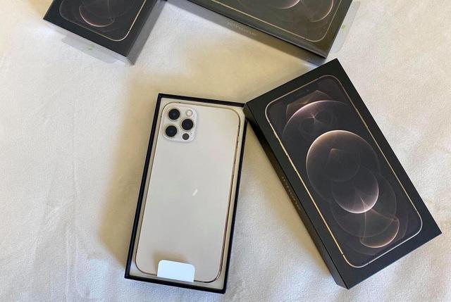 iPhone 12 Pro màu xanh hết hot, liên tục giảm giá tại Việt Nam - 2