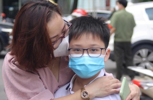 """Tiêm vaccine cho trẻ: """"Không tiêm, con có được đến trường không?"""""""