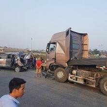 vu container dam innova lui tren cao toc chua the ket luan tai xe container co loi hay khong