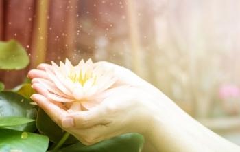 Trong cuộc sống, nên làm gì để nhận được phúc báo?