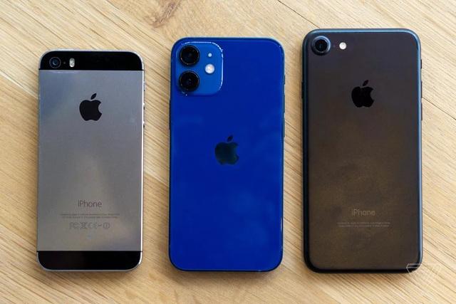Cận cảnh bộ đôi iPhone 12 mini và 12 Pro Max - Khác biệt lớn về kích cỡ - 2