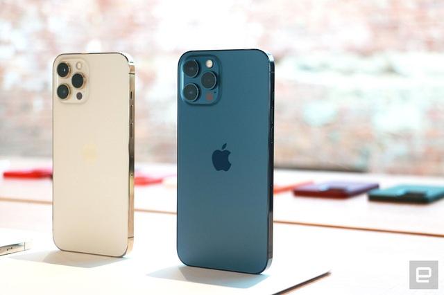 Cận cảnh bộ đôi iPhone 12 mini và 12 Pro Max - Khác biệt lớn về kích cỡ - 10