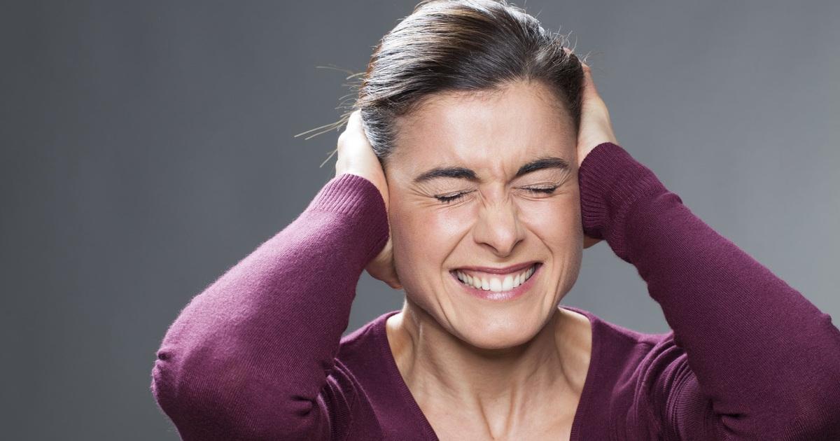 Phát hiện mới: Tiếng ồn làm tăng nguy cơ suy giảm trí tuệ ở người lớn tuổi