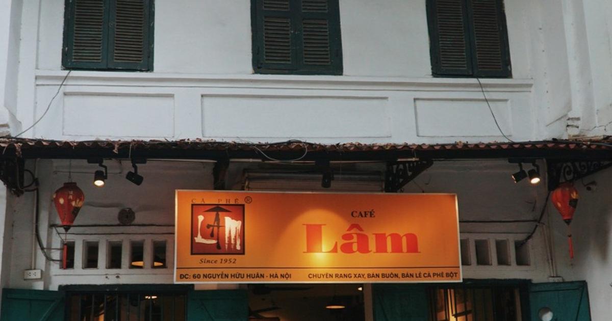 Quán cà phê Hà thành hút khách bởi những bức tranh vô giá