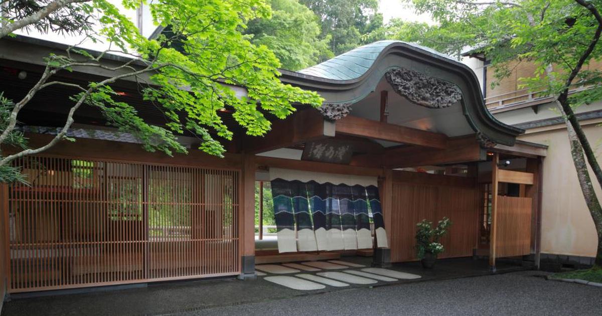 Lạc vào Nhật Bản cổ xưa tại nhà trọ hơn 500 năm tuổi nằm giữa rừng cây