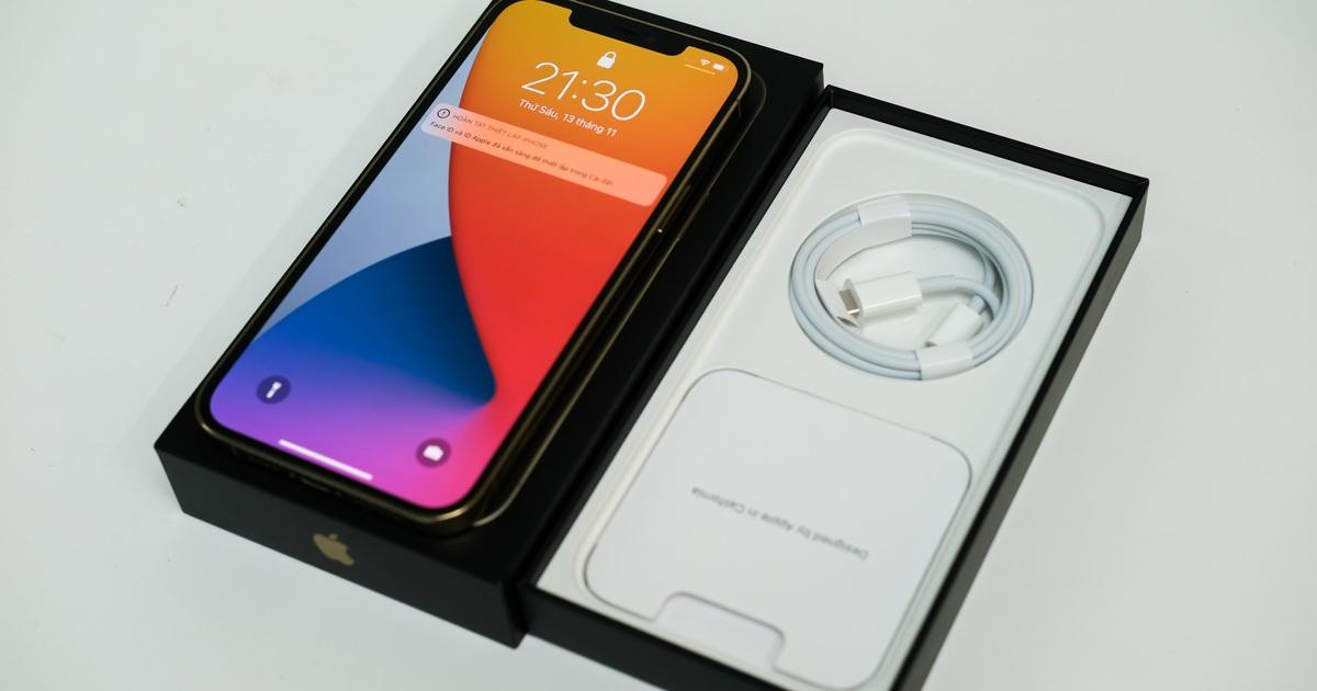 Chưa bán ra, iPhone 12 Pro Max đã khan hàng tại Việt Nam