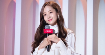 """""""Thư ký Kim"""" Park Min Young xinh đẹp và ngọt ngào"""