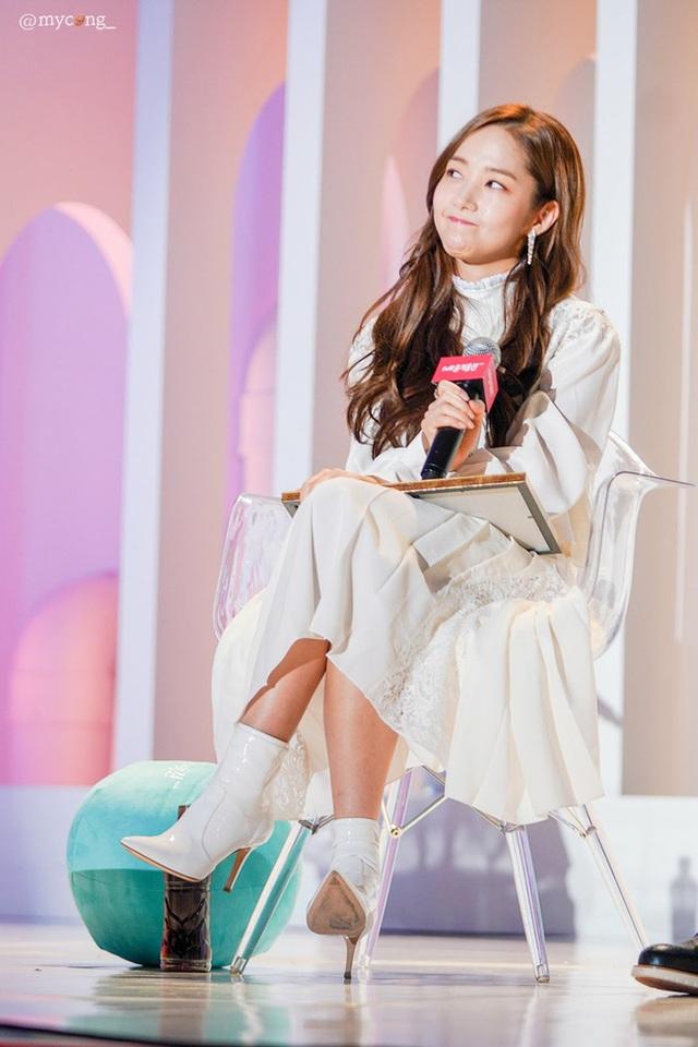 Thư ký Kim Park Min Young xinh đẹp và ngọt ngào - 5