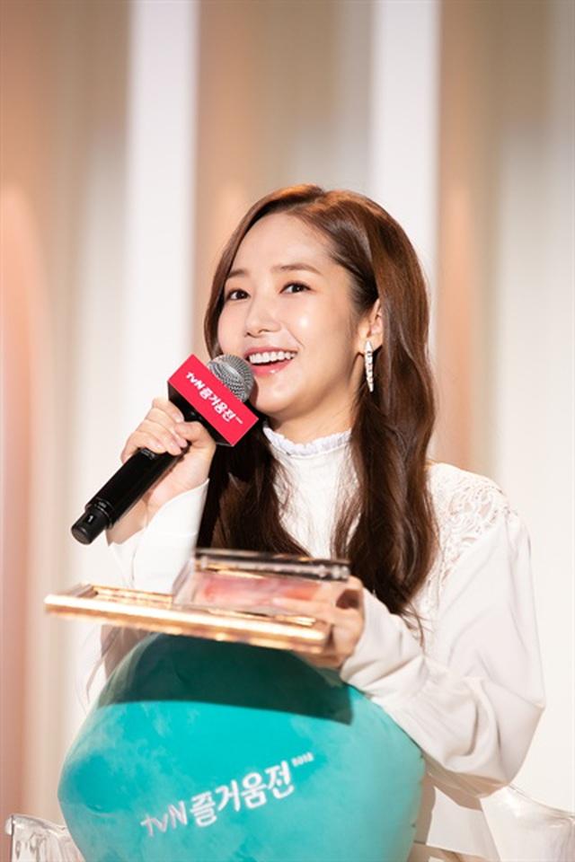 Thư ký Kim Park Min Young xinh đẹp và ngọt ngào - 9