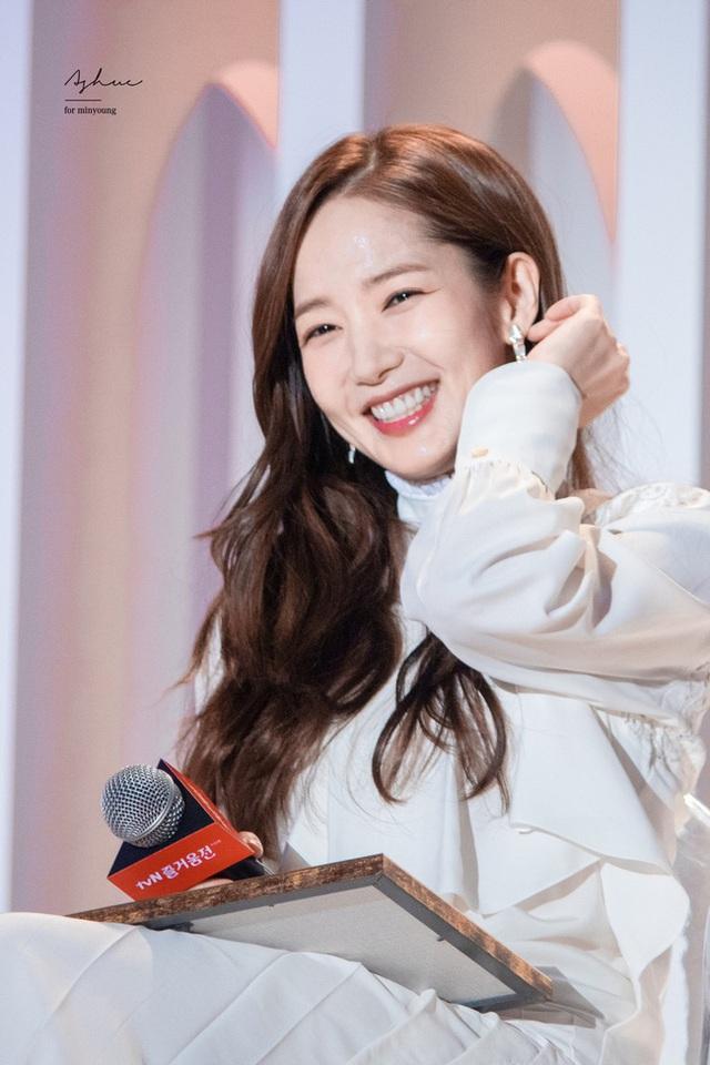 Thư ký Kim Park Min Young xinh đẹp và ngọt ngào - 1