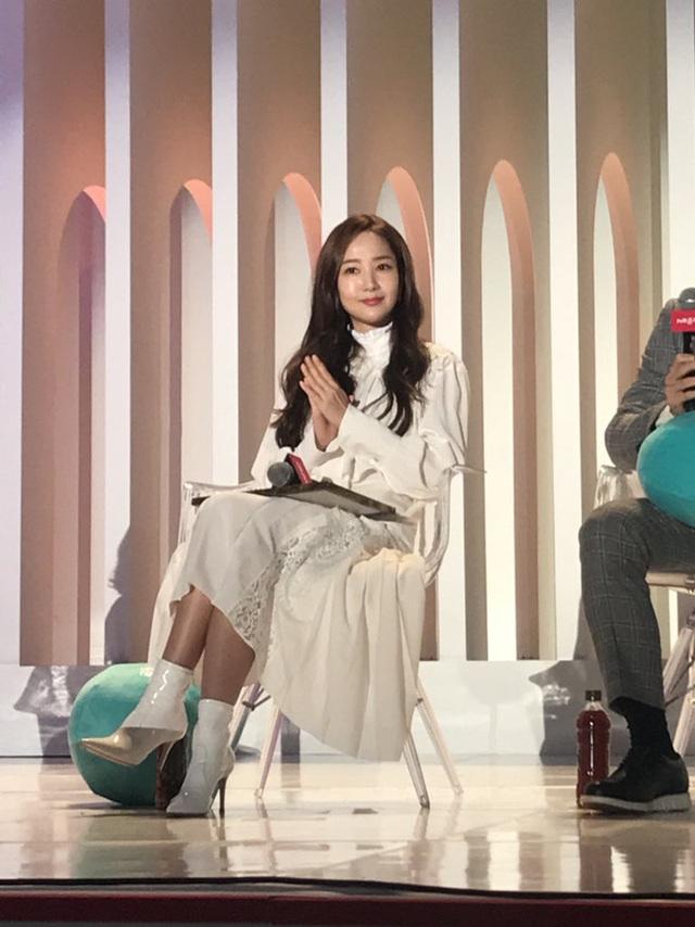 Thư ký Kim Park Min Young xinh đẹp và ngọt ngào - 3