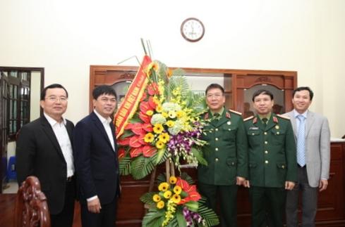 Lãnh đạo PVN thăm và chúc mừng nhiều đơn vị quân đội