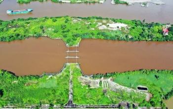 Hai công trình ngăn mặn bỏ hoang ở miền Tây