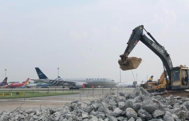 Sắp giải cứu xong đường băng sân bay Nội Bài theo lệnh khẩn cấp - 1