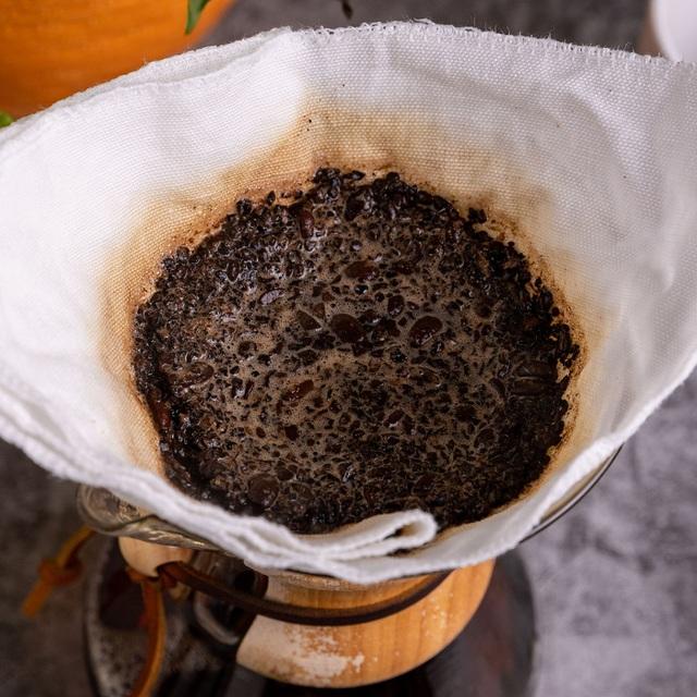 Bạn có chắc đã biết hết công dụng hữu ích của bã cà phê? - 1