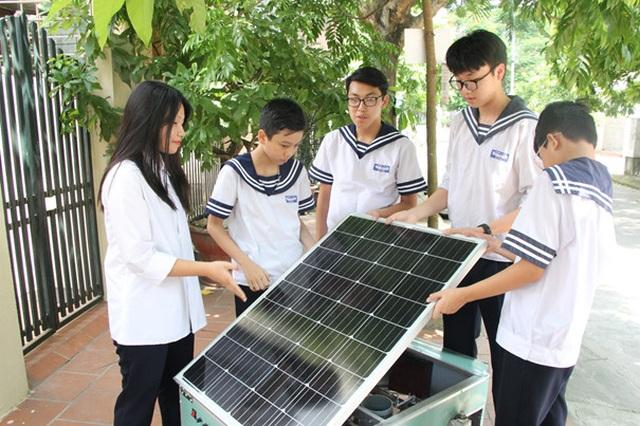 Học sinh sáng tạo máy gieo hạt tự động giúp đỡ người nông dân - 2