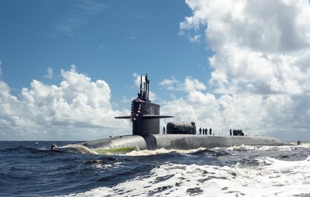 Mỹ điều tàu ngầm hạt nhân, chiến hạm uy lực tới gần Iran